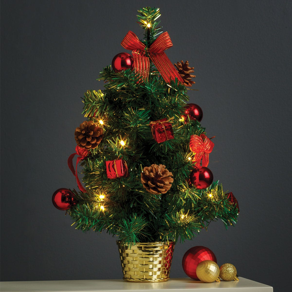 1.5ft Robert Dyas Edinburgh Parcel & Bow Table Top Christmas Tree