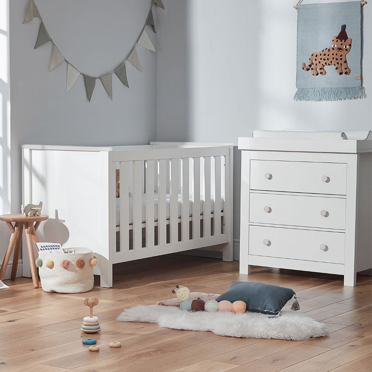 Cuddleco Aylesbury 2pc Set 3 Drawer Dresser and Changer and Cot Bed White