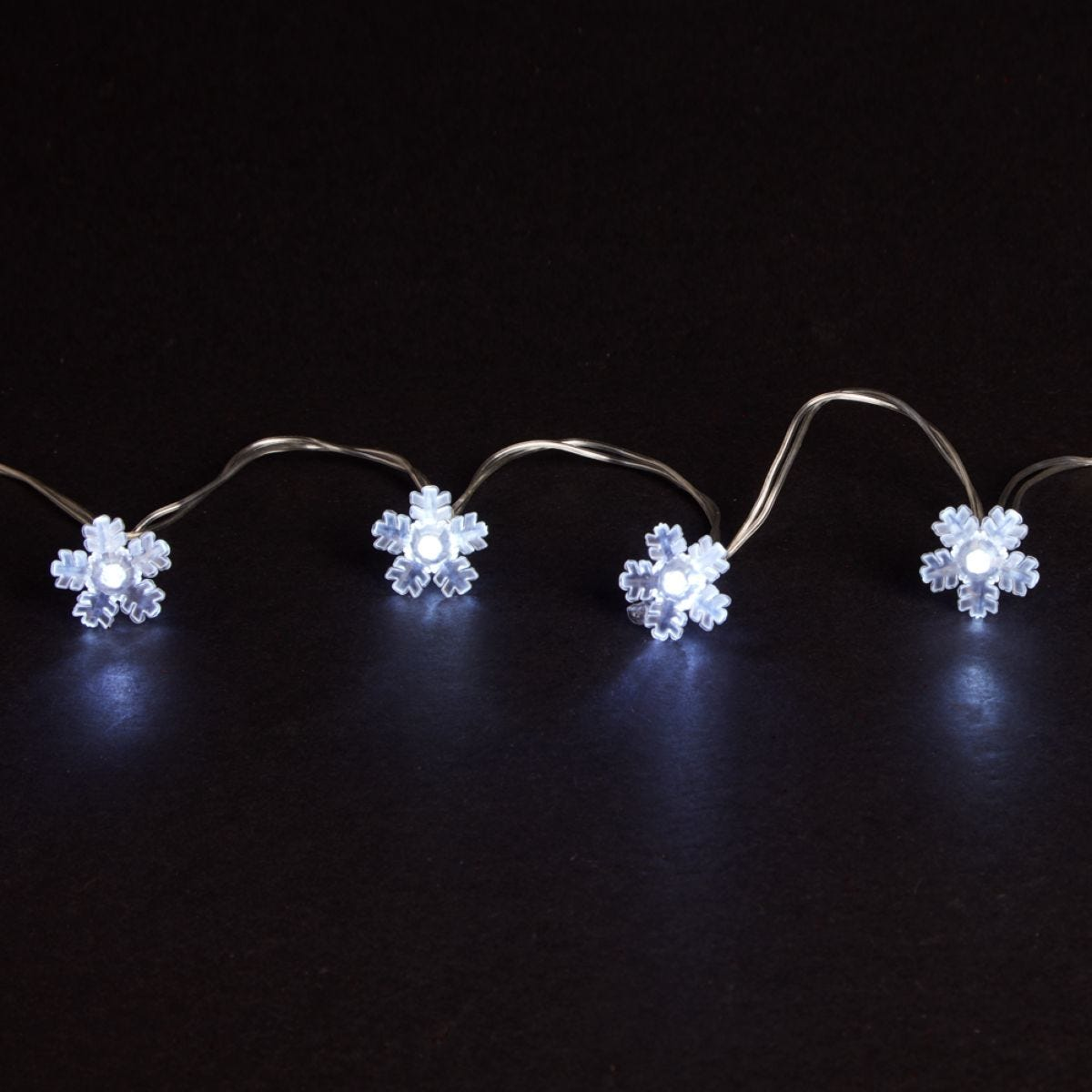Robert Dyas 20 Battery Operated LED Snowflake Lights - Ice White