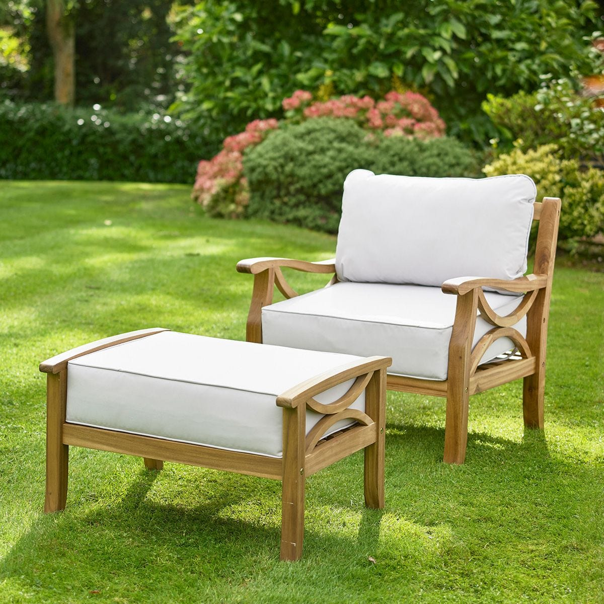 Greenhurst Hardwood Sorrento Armchair with Footrest and Cushions - Natural