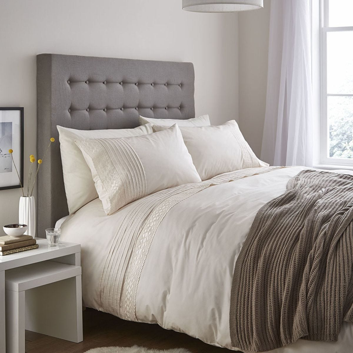 Catherine Lansfield Classic Lace Bands Bed Set - Cream