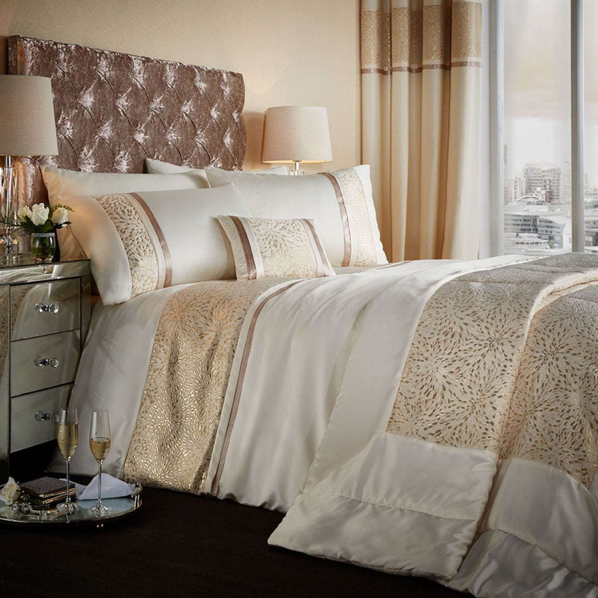 Catherine Lansfield Luxor Jacquard Bed Set - Gold