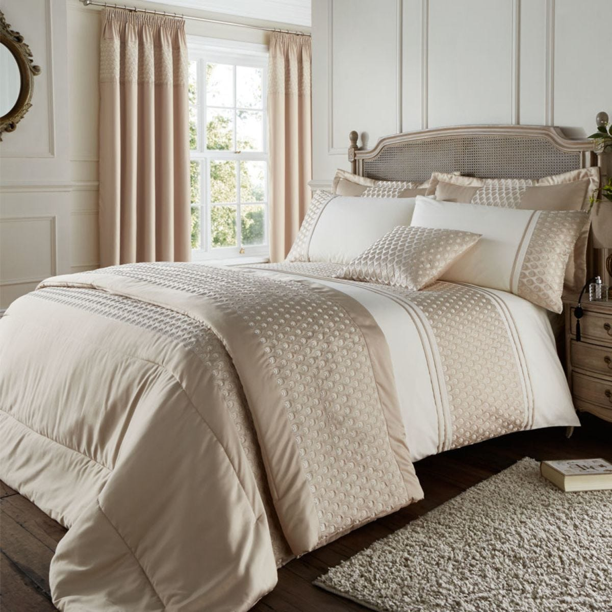 Catherine Lansfield Lille Bed Set - Gold